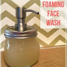 Foaming Face Wash Ways for 5 Skin Types} natural foaming face wash made with essential oils– Love that there are recipes for 5 different skin types {normal, acne-prone, sensitive, dry, and mature/aging}! Oil Cleansing, Oil Face Wash, Essential Oils For Face, Piel Natural, Facial Wash, Facial Toner, Facial Serum, Castile Soap, Beauty Care