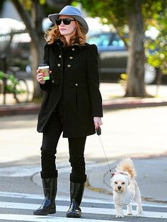Famous people (Jessica Chastain) + Dogs (three legged)