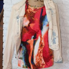 ⚡️Simply Vera Wang Shirt⚡️ Gently worn Simply Vera Wang short sleeve shirt. Abstract pattern, very colorful! Size medium. Open to reasonable offers. Any questions please let me know! Thank you for looking! ❣ Simply Vera Vera Wang Tops