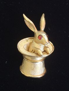 Trifari magician's hat w/rabbit - I NEED to find one of these!