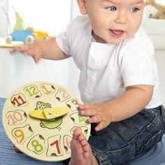 Vertbaudet – Reloj puzzle de madera Reloj puzzle (diámetro 20cm, ancho 2cm), en madera contrachapada con 12 piezas puzzle con forma para encastar y dos agujas móviles. Ideal para decorar la habitación de bebé y luego utilizarlo como juguete lúdico para que el peque aprenda a encajar y ordenar el puzzle mientras aprende la hora.