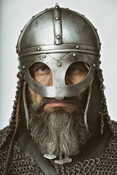 MILITARY HISTORY|ВОЕННАЯ ИСТОРИЯ Modern reenactor wearing seemingly accurate viking armour.