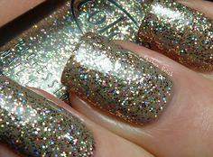 Gingerbread  (over Catrice Clay-ton, My Hero)  gold, copper and holographic glitter