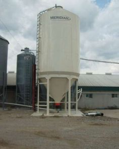 Smooth wall grain bins