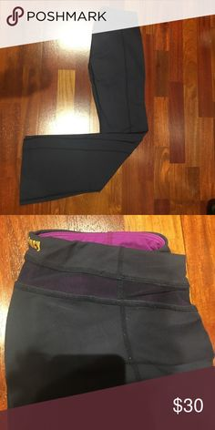 Lucy Flare Yoga Pants EUC navy with mesh insert at top Lucy Pants
