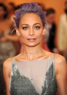 i like the makeup.. but that hair :/ no nope i can't.. Nicole Richie at the Met Gala 2014