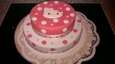 Hello Kitty Torte darunter versteckt sich eine leckere Schokolade-Nuss-Torte
