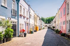 The London mews street where Matthew's sister, Gina, and her husband, Larry, live