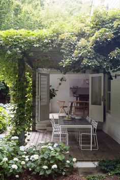 Fascinating Ideas For Tiny Courtyards With Big Statement