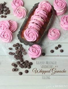 Nutritious Snack Tips For Equally Young Ones And Adults Raspberry Meringue Sandwiches With Whipped Dark Chocolate Ganache Filling Baking A Moment Best Dessert Recipes, Fun Desserts, Sweet Recipes, Delicious Desserts, Meringue Desserts, Meringue Cookies, Shortbread Cookies, Whipped Ganache, Chocolate Ganache Filling