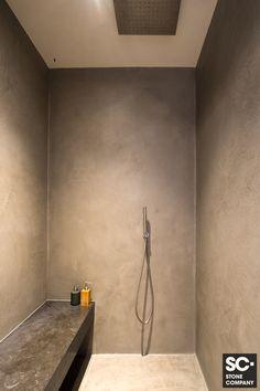 Bathroom Toilets, Small Bathroom, Bathroom Inspiration, Interior Inspiration, Earthy Decor, Tadelakt, Cute House, Minimalist Home, House Rooms