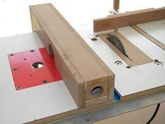 Router and table saw fence for use with hand tools