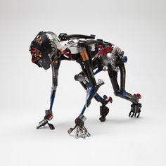 Robot creado con partes de bicicleta por- Jesse Meyer