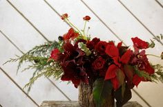 The Green Dandelion // Floral Design & Botanical Styling: christmas centerpieces #christmas #flowers #centerpiece