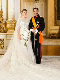 The Wedding Of Prince Guillaume Of Luxembourg and Stephanie de Lannoy - Official Ceremony. Hereditary Grand Duke Prince Guillaume of Luxembourg and his wife Princess Stephanie pose inside the Grand Ducal Palace Famous Wedding Dresses, Royal Wedding Gowns, Royal Weddings, Wedding Bride, Robes Elie Saab, Princesa Mary, Estilo Real, Princess Stephanie, Royal Dresses