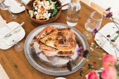 Achieve nutrition and weight goals with ideas like these Paleo dinner recipes. Check out these 25 easy fast healthy dinner recipes that you can try this week. Thanksgiving Feast, Thanksgiving Recipes, Hosting Thanksgiving, Thanksgiving Traditions, Stuffed Whole Chicken, Roasted Chicken, Grilled Chicken, Baked Chicken, Chicken Risotto