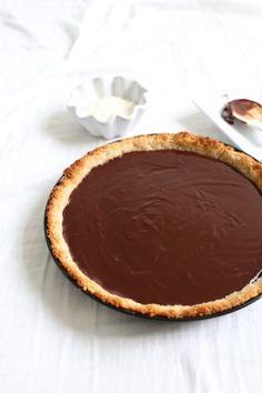 ... vegan chocolate ganache pie ...
