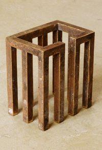Open/gesloten vormen. Een open vorm is helemaal of gedeeltelijk hol.  Je kunt er doorheen kijken en lijkt daarom niet zo zwaar. Een gesloten vorm is een dichte vorm, zonder openingen en lijkt daarom zwaar en massief.