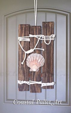 18 DIY Coastal Home Decor Ideas to Bring the Beach Indoors Easy Diy Crafts, Decor Crafts, Diy Home Decor, Jar Crafts, Pallet Art, Diy Pallet Projects, Pallet Ideas, Sewing Projects, Rustic Wall Art