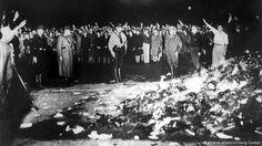 Quema de libros por los fascistas en Berlín. Mayo 1933.