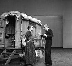 Die 30 Besten Bilder Von Brecht Theater Berlin Und Epic Theatre