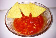Salsa szósz nachoshoz recept képpel. Hozzávalók és az elkészítés részletes leírása. A salsa szósz nachoshoz elkészítési ideje: 5 perc Salsa Nachos, Chips, Food And Drink, Meat, Ethnic Recipes, Lemonade, Potato Chip, Potato Chips