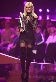 Gewagt, gewagt! Helene Fischer kam zum Echo 2016 im ultrakurzen schulterfreien Spitzenkleid mit Overknees.