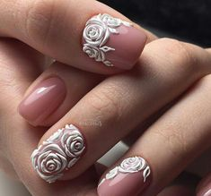 We all want beautiful but trendy nails, right? Here's a look at some beautiful nude nail art. 3d Nail Art, Rose Nail Art, Rose Nails, Acrylic Nail Art, Flower Nails, Rose Art, Matte Nails, Art Simple, Simple Nail Art Designs