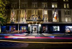 Luxury Hotels in New York City. Top 10 best luxury hotels New York City. From small, unique and boutique hotels to luxe, expensive and high-end accommodation. All the best 5 Star New York City luxury hotels. Manhattan Hotels, Nyc Hotels, New York Hotels, Manhattan New York, 5 Star Hotels, Luxury Hotels, The Mark Nyc, Best Cities, Hotel Reviews