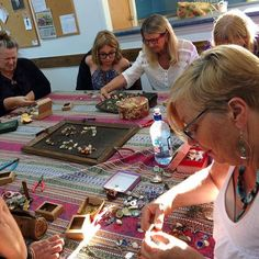 This #Nostalgems workshop calls for plenty of concentration #workshopnz #kerikeri #newzealand #jewelleryworkshop #jewellery #jewellerynz
