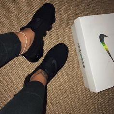 12 Vintage Tennis Fashion that will take you out of this time! Sneakers Mode, Sneakers Fashion, All Black Sneakers, Fashion Shoes, Fashion Black, All Black Nike Shoes, Fashion Decor, Cute Shoes, Me Too Shoes