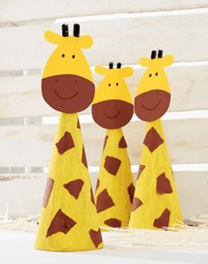 Giraffen met hun lange nek - Knutseltips | Afrika giraffes girafje-dieren | giraffen knutseltips knutselen-kinderen-kids | Wilde dieren dierenknutsels (1) Animal Crafts For Kids, Paper Crafts For Kids, Toddler Crafts, Hobbies And Crafts, Preschool Crafts, Diy For Kids, Arts And Crafts, Giraffe Crafts, Safari Birthday Party