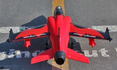 """AMX Internationale AMX """" Ghibli"""" is een ground-attack vliegtuig dat specifiek voor slagveldverbod, dichte luchtsteun en verkenningsopdrachten is ontworpen. AMX kan bij hoge subsone snelheid en lage hoogte, door dag of nacht, en indien nodig, van basissen met slecht uitgeruste of beschadigde banen werken. Het werd gebouwd in een gemeenschappelijke onderneming tussen Brazilië en Italië."""