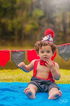 Curitiba, Kelli Homeniuk, Ensaio de bebê, 11 meses, 1 aninho, pré aniversário, bolo big Cupcake, Smash The Cake, Cake Smash, bolo, externo , ciurco, vermelho e azul, menino, roupinha, acessórios (41)9729-6585 ©Kelli Homeniuk - Fotografia Profissional