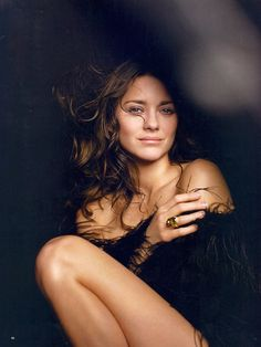 Marion Cotillard.....what an exotic beauty! ......and with a French accent to boot!!!