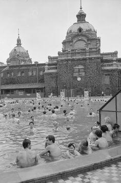 Széchenyi-Heilbad in Budapest, 1972 Hungary, Budapest, Austria, Taj Mahal, The Past, Spa, Wellness, Building, Travel