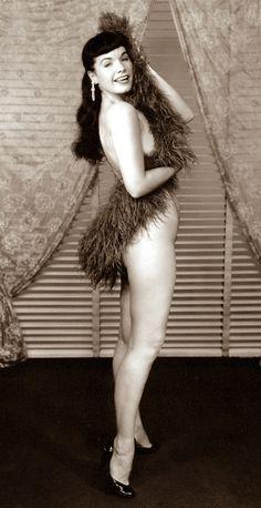 Bettie Page - Queen of Burlesque