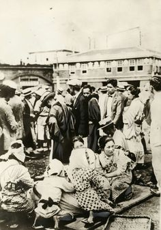 Great Kanto earthquake 1923: Homeless refugees in a square in Tokyo after a devastating earthquake on the coast with subsequent tidal wave / tsunami