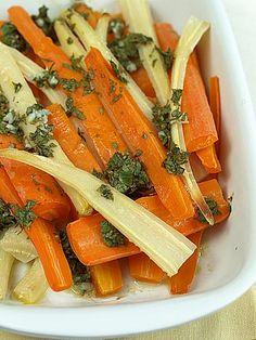 Pieczona marchewka i pietruszka w ziołowo-cytrynowym sosie