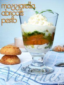 Verrines d'abricots rôtis, crème de mozzarella & pesto de basilic à l'orgeat -
