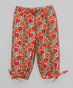 Soft, woven organic cotton teams up with an elastic waistband to create these delightfully soft pants. Whether worn while relaxing or scampering about, this pair is ready to keep little legs perfectly cozy and totally stylish.