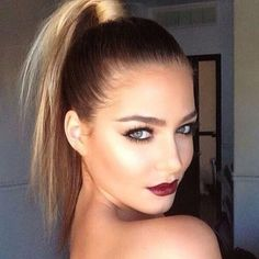 One of the most classic hairstyles is the ponytail.Ponytail hairstyles are comfortable, cute and easy to do. Simple High Ponytail Hairstyle will keep your hair out of your face and amp up your ever… High Ponytail Hairstyles, Sleek Ponytail, High Ponytails, Easy Hairstyles, Ponytail Ideas, Hairstyle Ideas, Slicked Back Ponytail, Knot Ponytail, Ponytail Girl