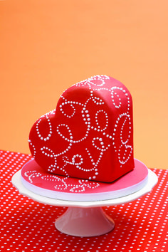 Red heart cake.  Valentines Day cake..... ❤ ❤ ❤ ❤ ❤ ❤ ❤ ❤ ❤ ❤ ❤ ❤