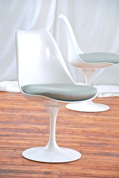 DWR Saarinen tulip chair $850 - Chicago http://furnishly.com/catalog/product/view/id/1872/s/dwr-saarinen-tulip-chair/