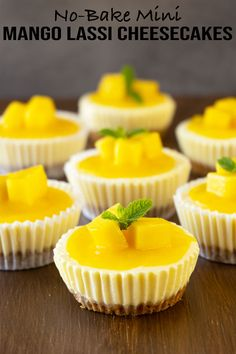 Mini Mango Lassi Cheesecakes (No-Bake) – El Mundo Eats - Dessert Mini Cheesecake Recipes, Mango Cheesecake, Mini Dessert Recipes, Oreo Cheesecake, Strawberry Cheesecake, Mango Lassi, Mini Cheesecakes, Mango Recipes, Juice Recipes