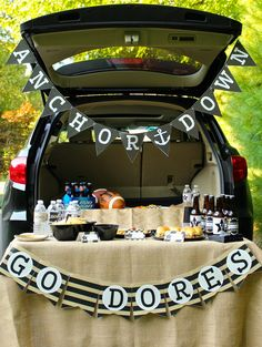 Tailgate tips and printable Vanderbilt football banners, labels, and food tents