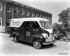 vintage everyday: 30 Vintage Photos of Bakery and Bread Trucks from Between the 1930s and 1950s