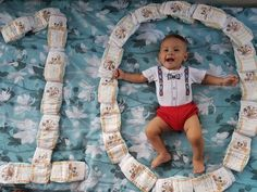 How to do a creative baby photo shoot on a bed Monthly Baby Photos, Newborn Baby Photos, Baby Poses, Baby Boy Photos, Baby Pictures, Baby Photo Collages, Cute Baby Videos, Foto Baby, Newborn Baby Photography