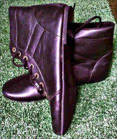 Boots hitam harga  Rp 80.000