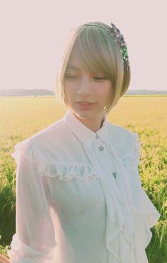 2017/10/8:Twitter: @blanche_m09 : オフショットも来ました✨ nondesu.jp/2751/  金色の風 ✨銀河のしずく 岩手県 ✨ JA全農いわて  今年の秋は岩手のお米づくしで 食欲の秋決定  #のん #能年玲奈 #金色の風  #銀河のしずく